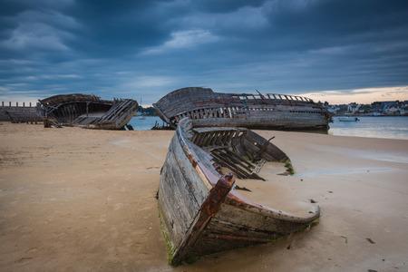 Shipwreck Friedhof am Fluss Etel in der Bretagne Standard-Bild - 41733912