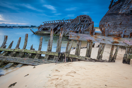 shipwreck: Shipwreck cemetery at the river Etel in Brittany