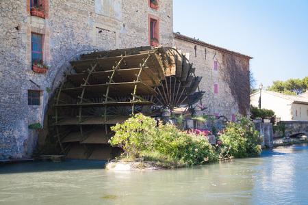 watermill: molino de agua Provence Francia
