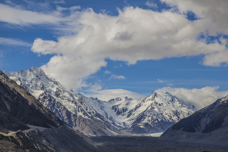 aoraki mount cook national park: Glacier lake at Mount Cook National Park New Zealand Stock Photo