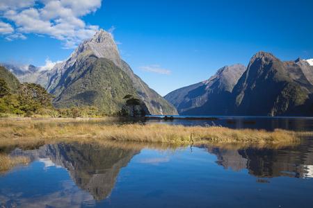 Mitre Peak in Milford Sound New Zealand Standard-Bild