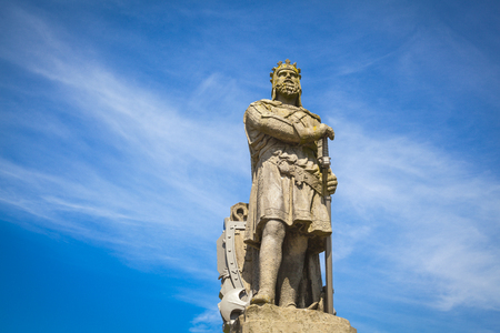 robert bruce: Robert the Bruce, king of Scots; stone statue in front of Stirling castle. Scotland