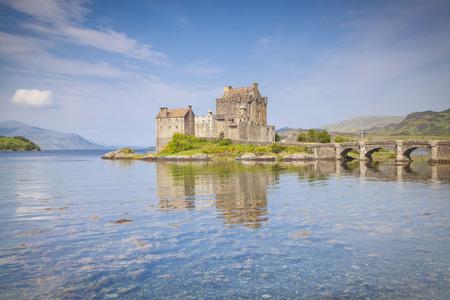 Eilean Donan Castle, Loch Duich, Highlands, Scotland Standard-Bild - 129584833