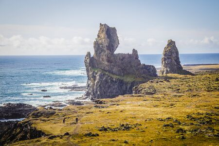 Typical Icelandic cliff landscape at Arnarstapi area in Snaefellsnes peninsula in Iceland Standard-Bild - 145438552