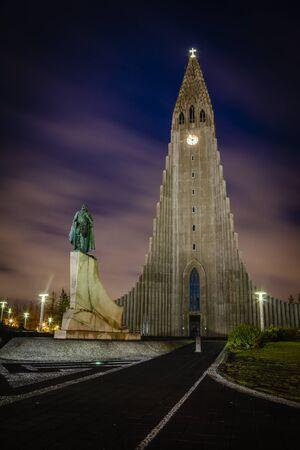 Church of Hallgrím and monument to Leifur Eiríksson, Reykjavík, Höfuðborgarsvæði, Iceland Standard-Bild