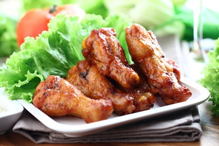 and chicken wings: Plate of chicken wings
