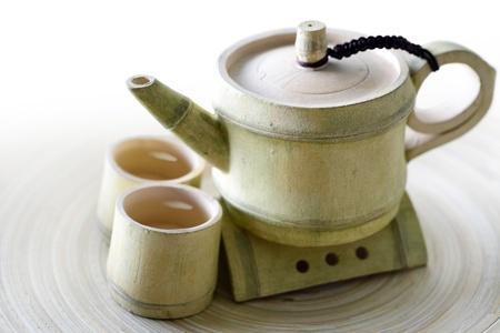Close-up van de thee in een antieke kop en theepot