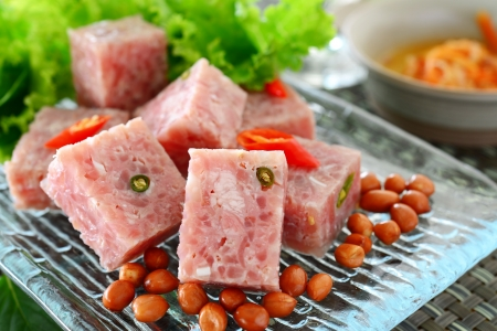 vietnamese food: thai fermented pork with peanut and vegetable
