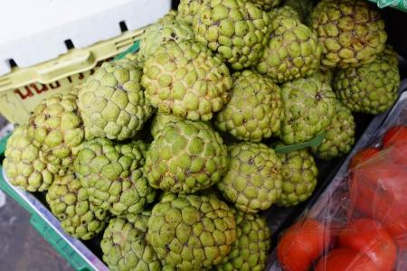 groep van verse custard appel op de markt
