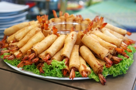 Crispy Chinese Traditional Shrimp Spring rolls food Standard-Bild