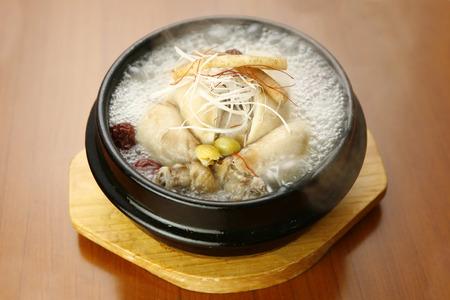 sopa de pollo: sopa Samgetan