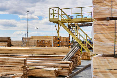 packaged and ready-to-pack freshly made boards in the yard of the woodworking production Banco de Imagens