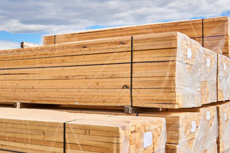 packs of new wooden planks packed for loading and transportation outdoor Banco de Imagens