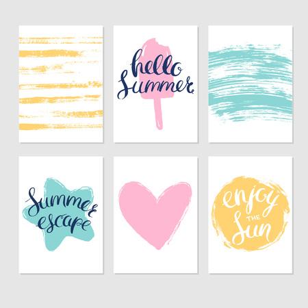 夏のカードや手描き季節レタリングと明るいペイント ブラシ ストロークと背景のセットです。ベクトル夏カード。