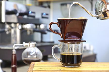 Hand of barista drop hot water for making hot coffee  Standard-Bild