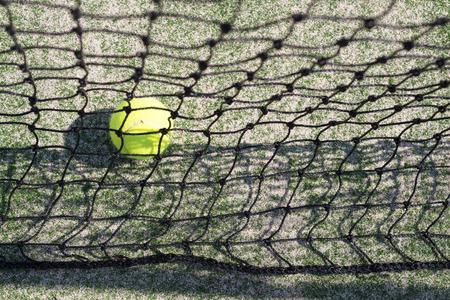 wimbledon: Tennis Ball behind the Nett