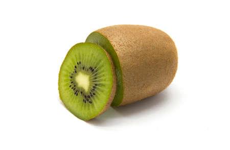 kiwi fruta: kiwis en rodajas en el fondo blanco aislado
