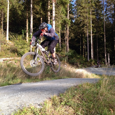 coed: Mountain biker becomes airborne Stock Photo