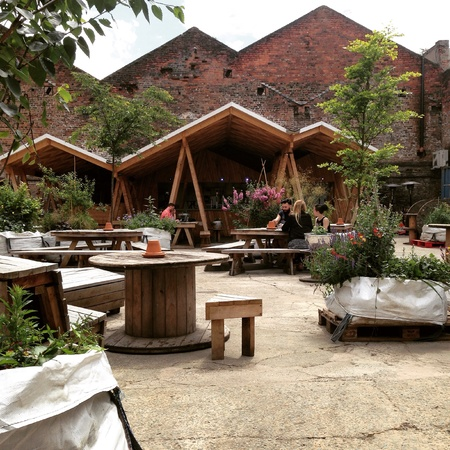 industrieel: Bar in Liverpool full of trees Stockfoto