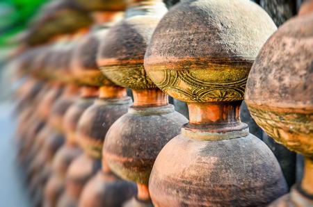earthen: pile di vecchi vasi di terracotta di sfondo Archivio Fotografico