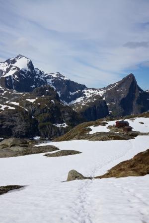 mountin: Sharp snowt mountin peaks on Lofoten islands in Norway
