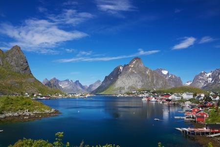 ノルウェー ロフォーテン島レーヌの風光明媚な釣り町 写真素材