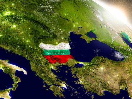 La Bulgarie avec le drapeau incorporé sur la surface de la planète pendant le lever du soleil. Illustration 3D avec la surface de la planète réaliste très détaillée et les lumières de la ville visibles.