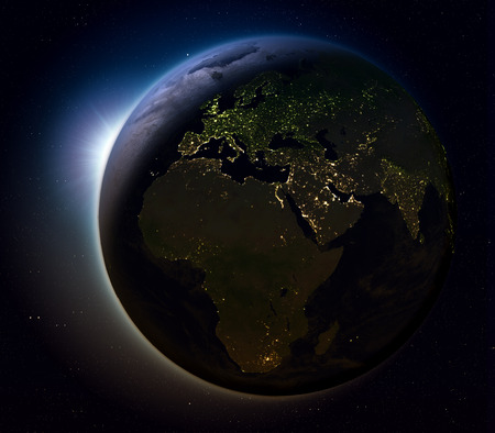 Soleil levant au-dessus de la région environnante sur la planète terre vu de dessous . illustration 3d avec des lumières de la ville de la lumière du sud . Banque d'images - 80620788