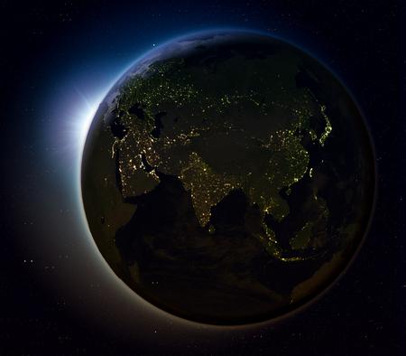 Le soleil se lève au-dessus de l'Asie sur la planète Terre comme vu de l'espace. Illustration 3D avec des lumières réelles de la ville illuminant la surface. Banque d'images - 80620864