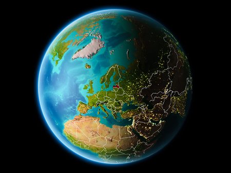 Lettland aus der Umlaufbahn des Planeten Erde bei Nacht mit hochdetaillierten Oberflächentexturen mit sichtbaren Grenzlinien und Stadtlichtern. 3D-Illustration.