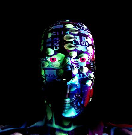 zelektryzować: Człowiek i maszyna hybrydowe reprezentujących nowoczesne technologie.