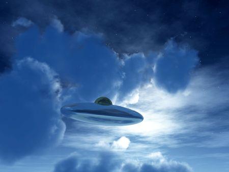 nightime: L'immagine di un UFO volare in cielo la notte al chiaro di luna.