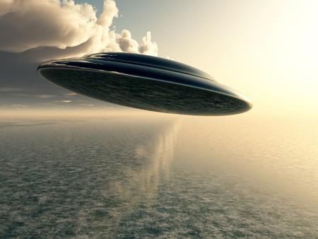 Un plato volador se cierne sobre un océano.