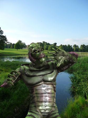 いくつかの水から出てくる爬虫類怪獣。 写真素材
