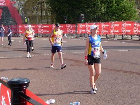 伦敦 -  4月25:2010年4月25日的2010年伦敦马拉松的赛跑者在伦敦。