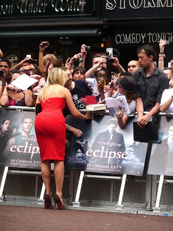 eventful: LONDON - July 1: Holly Willoughby at Twilight Eclipse Premier  July 1st, 2010 in Leicester Square London, England.