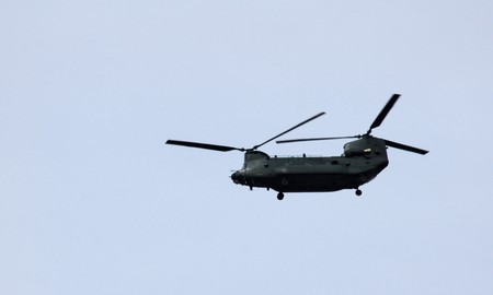 chinook: Un elicottero Chinook che stava volando su Londra.