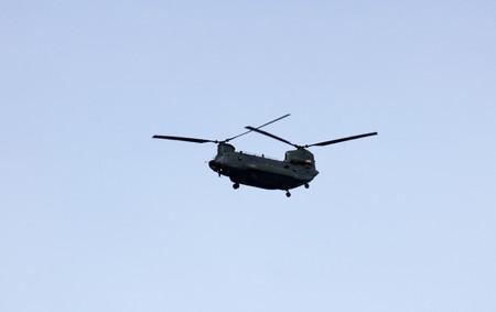 chinook: Un elicottero Chinook che stava volando su Londra.   Archivio Fotografico