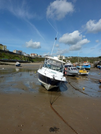 tenby wales: Boats in low tidal conditions in Tenby Docklands