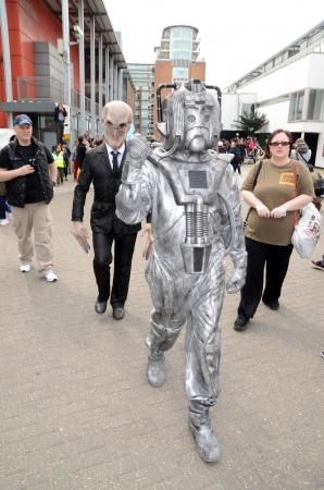 sci: Londres, 28 de abril: La gente vestirse con traje de cosplay para participar en el Sci Fi London desfile que marca el inicio de la Ciencia Ficci�n Festival de Cine de Londres 2013 en Stratford en Londres 28 de abril 2013 en Londres, Inglaterra.