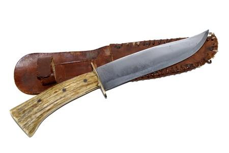 Couteau de chasse et de la gaine sur fond blanc isol�e