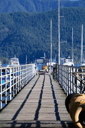 Bridge of a pier in Deep Cove. 版權商用圖片