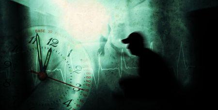 paranoia: uomo con la pressione psichica in un corridoio