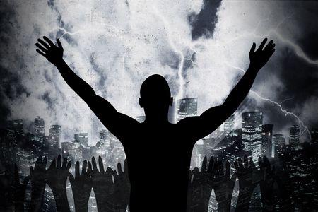 mucha gente: muchas personas est�n alabando el santo se�or