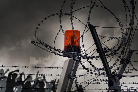 communistic: el alambre de p�as con las nubes y la luz Foto de archivo