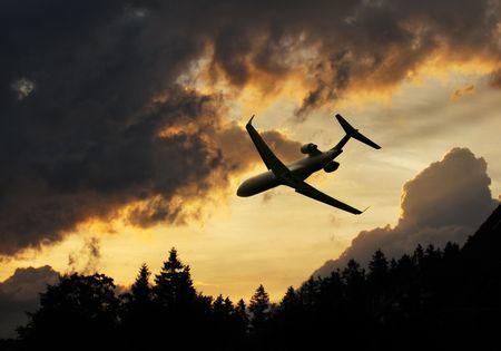 Toire des nuages d'un orage à l'atterrissage avion Banque d'images - 5138572