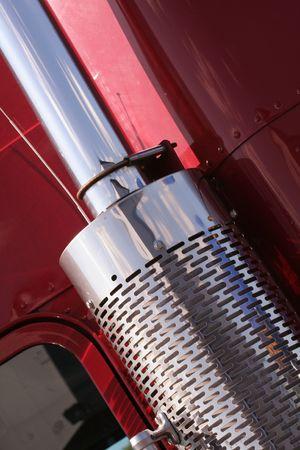 Le beau camion américain rouge avec échappement chromé Banque d'images - 5446351