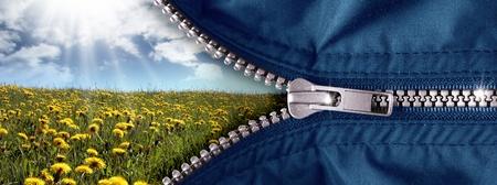 Fermeture à glissière ouvert avec le ciel bleu et meadow Banque d'images - 9167331