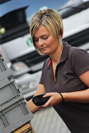 worker scans pallets and boxes in the warehouse Banque d'images