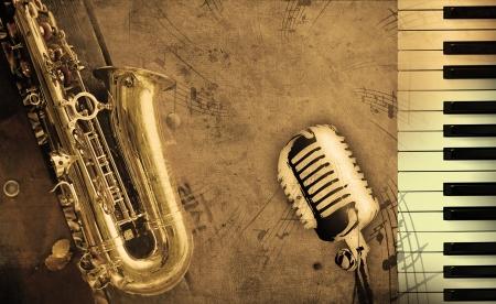 piano: vuile muziek achtergrond met piano en sepia Stockfoto